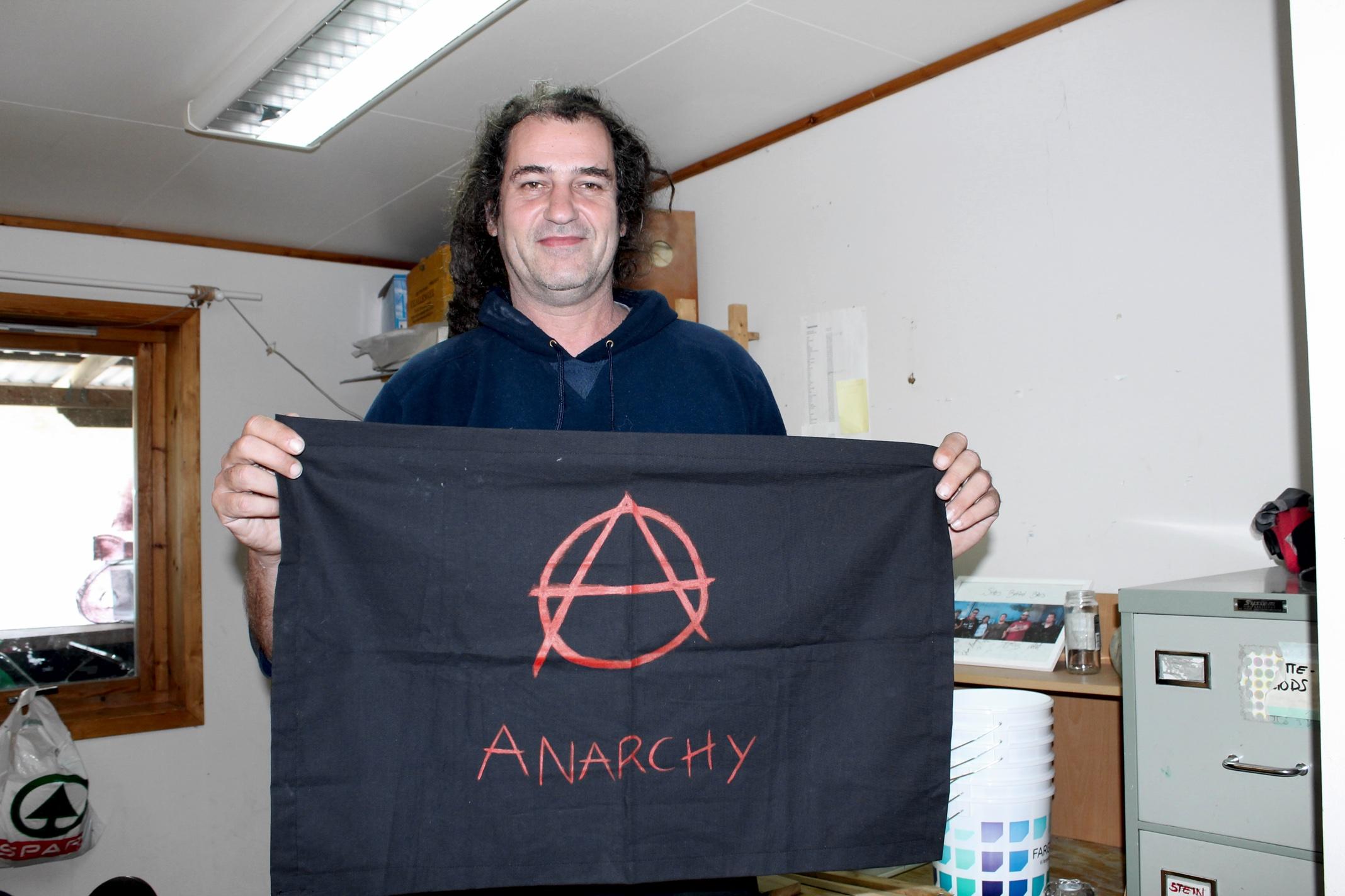 Israelske Amir er fast gjest som hjelper til med festivalforberedelser